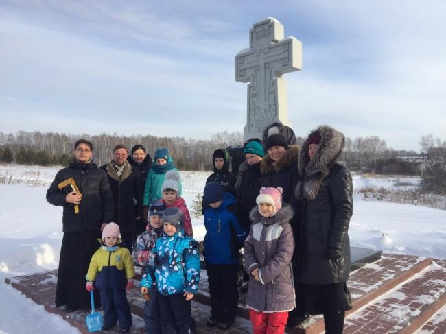 Учащиеся воскресной школы Богоявленского храма г. Бердска совершили паломническую поездку на святой источник в Ложке